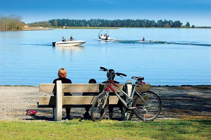 family_look_at_lake_boats-KG_062[1]
